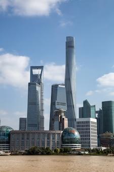 Архитектурный пейзаж финансового района луцзяцзуй, шанхай