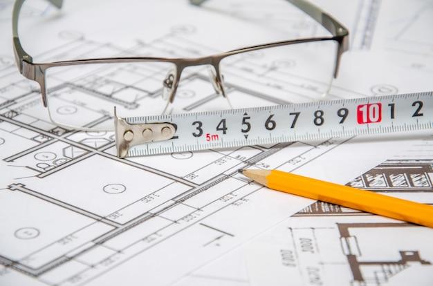 建築プロジェクト、定規、鉛筆。建設の背景。
