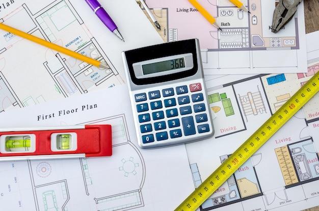 Архитектурный проект с уровнем и линейкой