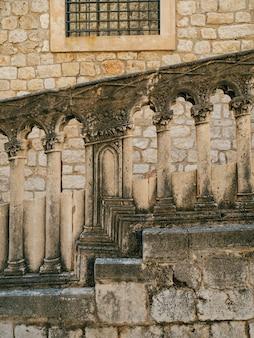 Архитектура и статуи старого города дубровник