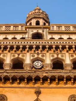 Charminar four minarets의 건축은 인도 하이데라바드에 위치한 기념물이자 모스크입니다.