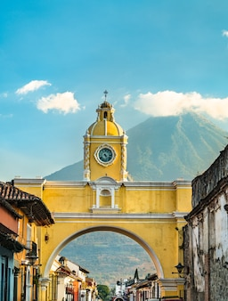 Arco de santa catalina and volcan de agua in antigua guatemala, central america