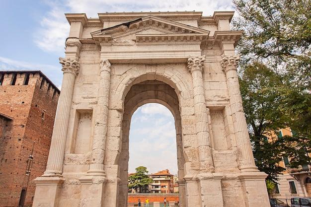 이탈리아 베로나의 고대 문인 아르코 데이 가비(arco dei gavi)