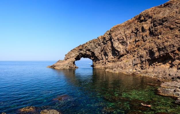 アルコデッレエレファンテ、パンテレリア島