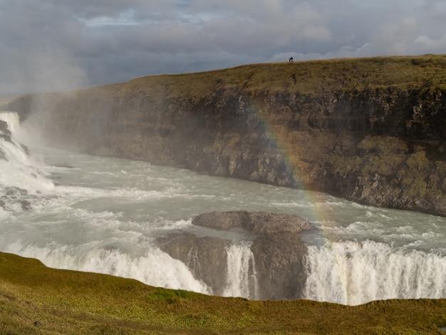 Arco iris en una cascada de islandia