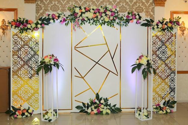 Зона для фотосъемки на свадьбу, красивый дизайн для фотосессии на праздник.