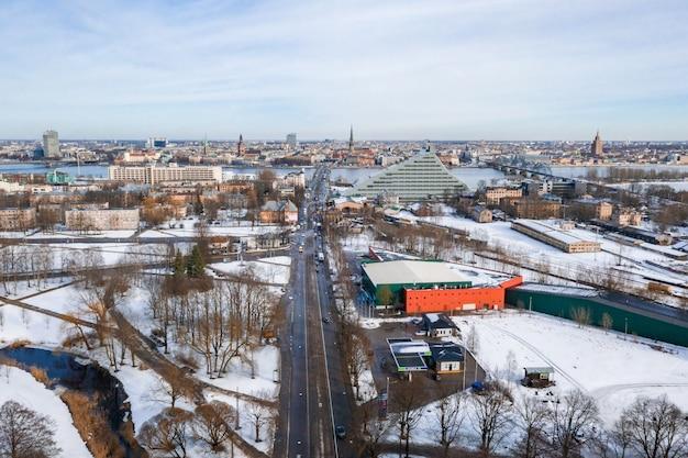 Vista aerea di riga, lettonia in inverno