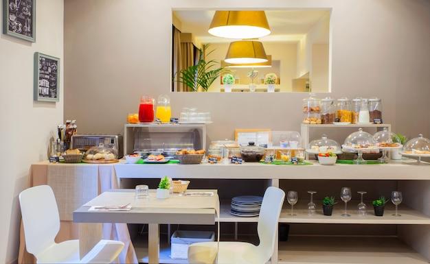 Зал для завтраков отеля ares