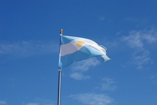Флаг аргентины размахивает мачтой