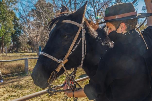 Аргентинский гаучо на лошади