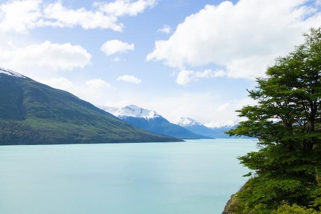 アルゼンチンの湖の風景、ペリトモレノ氷河地域、パタゴニア、アルゼンチン。パタゴニアの風景