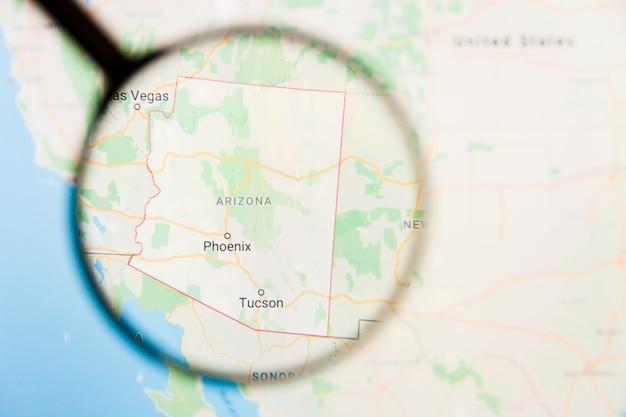 アリゾナ州、アリゾナ州、拡大鏡によるディスプレイ画面の視覚化の例示的な概念