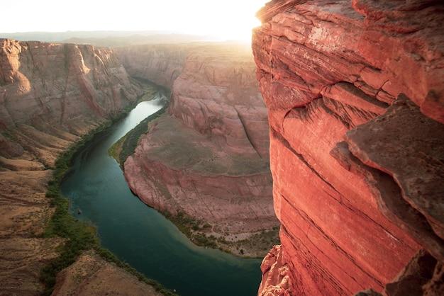 グランドキャニオンのアリゾナホースシューベンドグレンカリフォルニアのコロラド川のホースシューベンドの美しい景色...