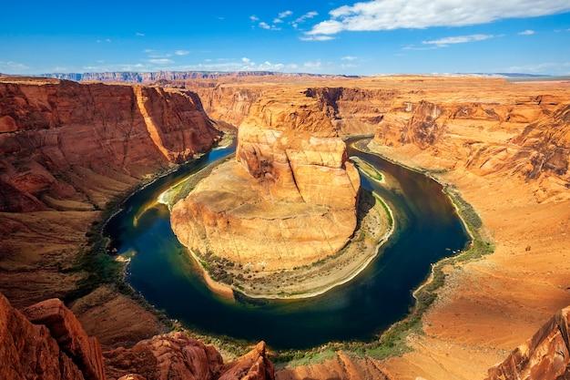 グレンキャニオンのコロラド川のアリゾナホースシューベンド蛇行