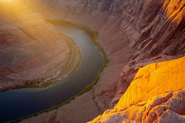 グランドキャニオンのコロラド川のアリゾナホースシューベンド。