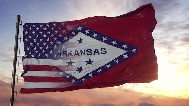 깃대에 아칸소와 미국 국기입니다. 바람에 물결 치는 미국 및 아칸소 혼합 깃발