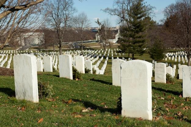 Арлингтонское национальное кладбище во второй половине дня.