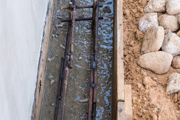 基礎の型枠のアーマチュア。建物の建設