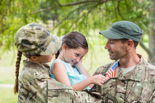 陸軍両親が娘と再会