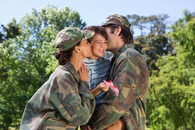 陸軍両親が息子と再会
