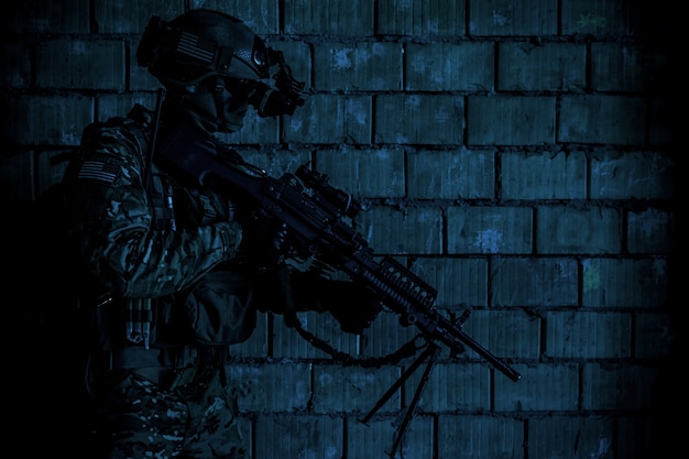 Army ranger moving along the wall