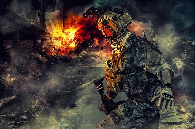 行動中の陸軍兵士。火と煙の大波による大爆発