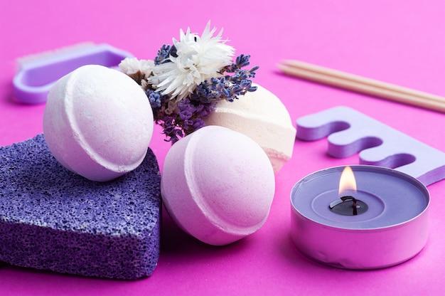 アロマバスボム、紫色の軽石、ラベンダー、明るいピンク色のspaアレンジメント