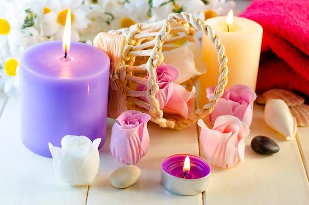 バラとキャンドルの形をしたアロマバスソープ