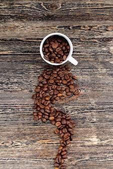 カップに入った芳香性コーヒー豆