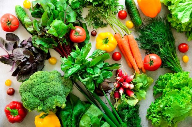 Aromatic herbs, onion, avocado, broccoli, pepper bell, eggplant, cabbage, radish, cucumber, almonds, rucola, baby corn.