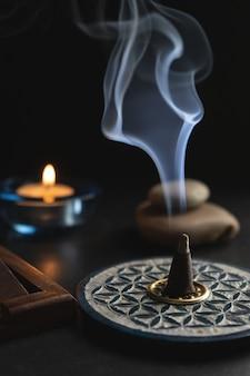 Ароматическое сжигание благовоний на курении