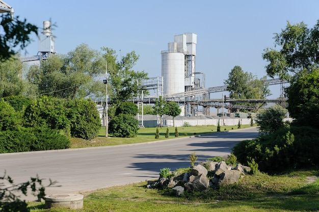 Arranged entrance to the cement plant