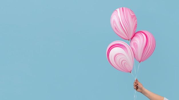 Disposizione di palloncini rosa astratti