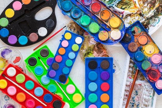 Arrangement of color palette in boxes