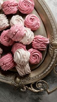 Disposizione di deliziose prelibatezze dolci