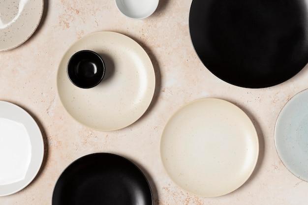 Arrangement of different sized plates