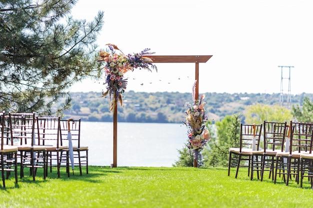 外での結婚式の手配