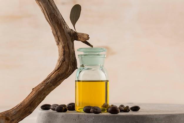 Disposizione della bottiglia di olio di jojoba