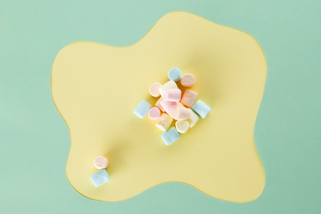 Arrangement of marshmallow  with modern background
