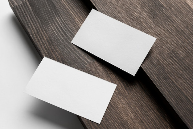 Disposizione della moderna scrivania per biglietti da visita