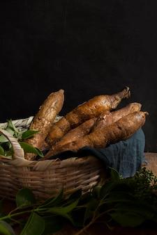 Disposizione di radici di manioca nutrienti