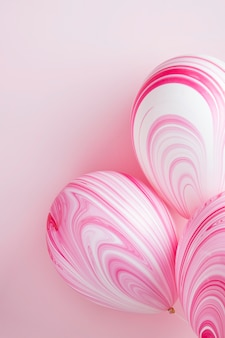 Композиция из абстрактных розовых шаров