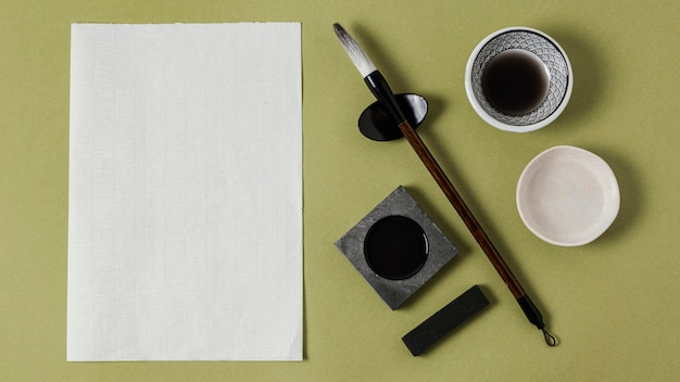 空の紙と中国のインクの配置
