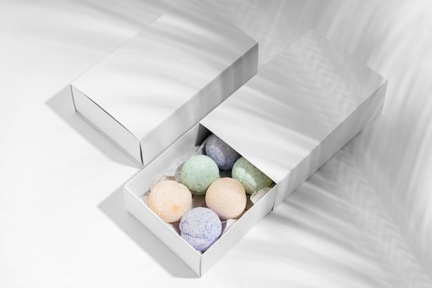 Расположение цветных бомбочек для ванн