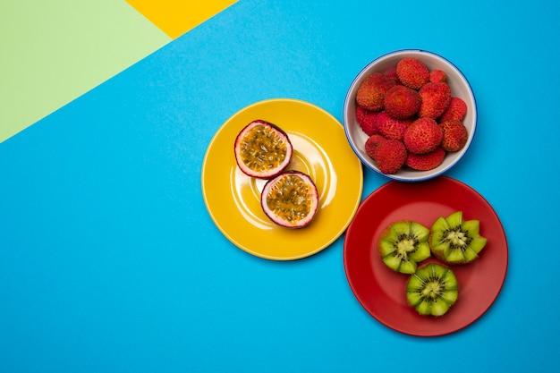 おいしいエキゾチックなフルーツのアレンジメント
