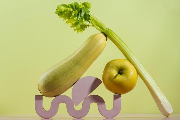 Композиция из вкусных свежих фруктов и овощей