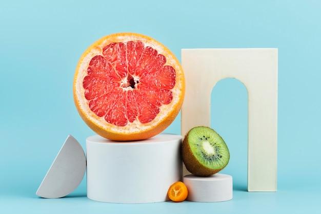 Композиция из вкусных свежих фруктов
