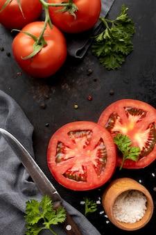 Композиция из вкусных свежих помидоров