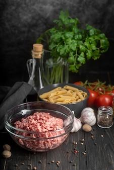 Расположение разных продуктов и ингредиентов
