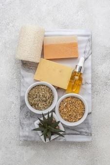 Обустройство различных специальных растений с капельницей для масла и мылом